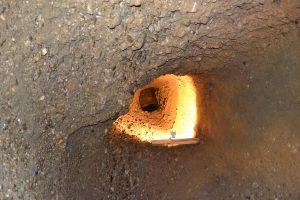 ピラミッド内のトンネル(wikipediaより)
